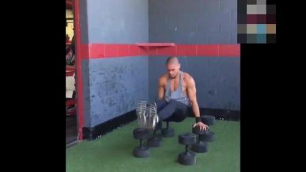 街头健身迈克尔巴斯克斯, 这肌肉比健身房练的更充满爆炸力量