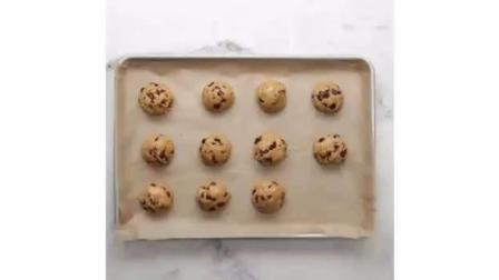 自制燕麦曲奇饼干的制作过程简单又美味哦!