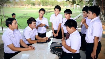 《不一样的美男》学生团体在聊八卦,却被班长偷听到了劲爆消息