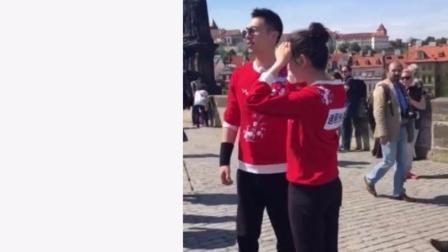 朱亚文与迪丽热巴节目中激情互动, 引得外国人停步观看