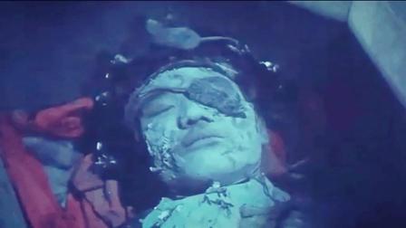 林正英徒弟秋生半夜盗墓, 不小心弄醒的僵尸, 僵尸开着棺材追他