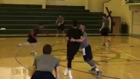 穿过威少, 单手持球扣篮, 真的看好郭艾伦进NBA