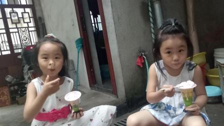 小猪佩奇和萌宝做冰淇淋吃冰淇淋的玩具视频
