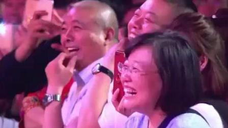 小岳岳把台下观众唱的笑疯, 把孙越唱的泪崩! 真热闹看完笑了好几天