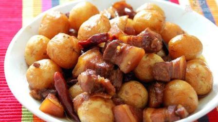 土豆烧肉香浓的家常美味让人不可抗拒