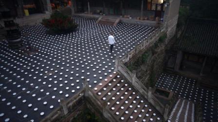 从空中俯瞰神奇的五台山南山寺和数万只碗