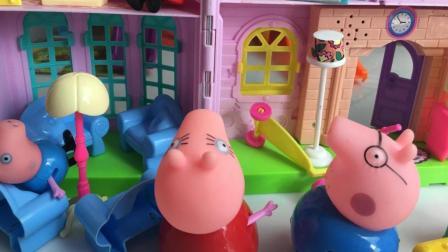 小猪佩奇和宝妈给小朋友打扫卫生摆家具