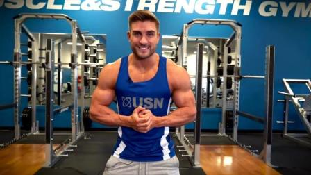 美国小伙教你如何练胸肌, 这表情你能做到吗