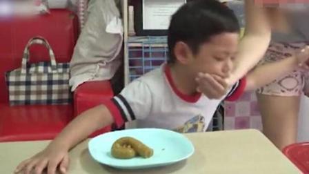 泰国小朋友被逼吃网红甜品 一口下肚当众狂吐
