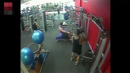 男子在健身房锻练, 摄像头拍下的一幕, 那么这事谁应负责呢