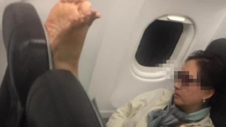 """韩国大妈机舱晾脚! 花式盘点飞机上""""不雅狂魔"""""""