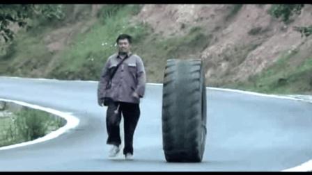 """《落叶归根》之""""把尸体装在轮胎里""""结果...哈哈哈"""