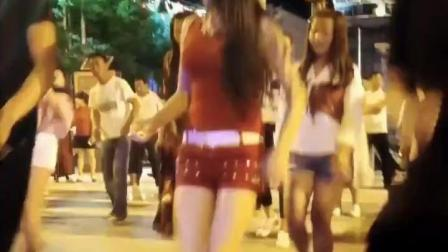 广场上的女神真丰满, 穿着高跟鞋跳广场舞一直抖, 真好看