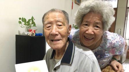 年轻时同时爱14个女生,结婚后只爱一人到96岁,成了网红情圣!