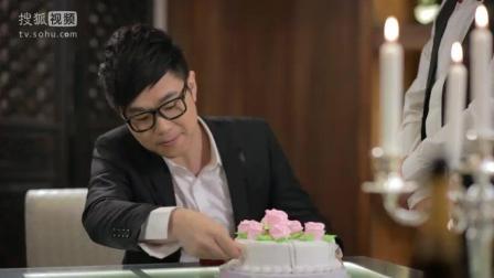 屌丝男士: 大鹏向女朋友求婚, 蛋糕整这样咋吃?