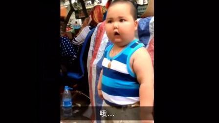 打城管的那个小胖又有新视频了, 霸气依旧!