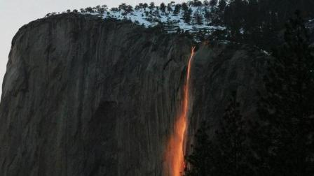 """""""岩浆""""从山崖直泻而下 世界独一无二的火瀑布"""