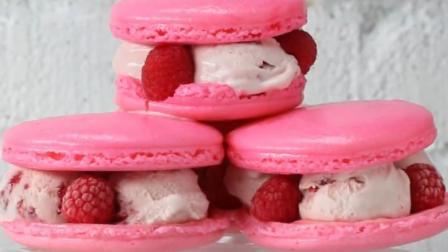 在这个炎热的夏季, 与这些可爱的草莓马卡龙冰淇淋三明治相伴吧!