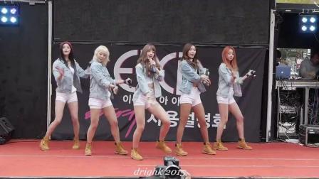 《韩国饭拍》穿牛仔衣的美女唱歌