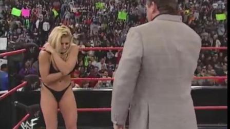 WWE老板文斯麦克曼和崔西的故事 被逼当众撕衣