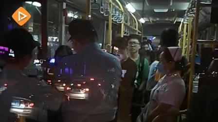 广州一女子在B20公车突然昏倒 暖心司机临危不乱将其救醒