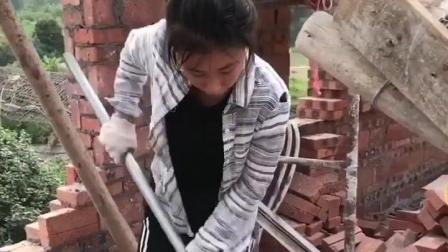建筑工地上的女人花