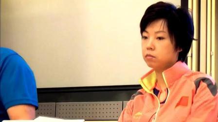 教练很委婉的夸了张怡宁一番后, 看了看张怡宁, 大魔王一脸冷漠