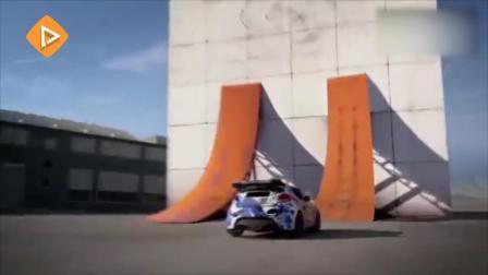 赛车特技飞檐走壁差从十米高空垂直掉下 这种花式玩法太刺激了!
