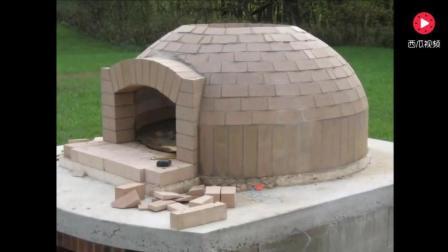 国外建筑工家门口盖了一个披萨炉, 不知为啥总感觉怪怪的