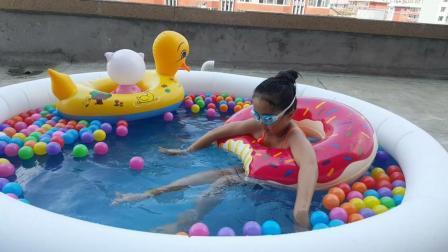 波波球游泳池里潜水过家家玩具