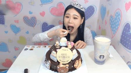 大胃王卡妹一个人吃一个两层巧克力蛋糕, 爱吃的妹子们羡慕吗?