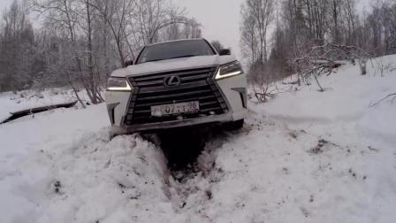 雷克萨斯马力不输于牧马人越野车, 雪地里, 为啥次次被陷进坑里!