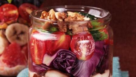 做一个爱吃菠菜的大力水手, 给身体满满能量: 菠菜香菇培根沙拉