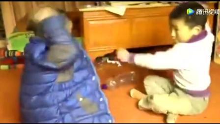 """蒙古小孩玩游戏, 这是在练""""铁头功""""么! 太搞笑"""