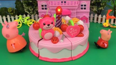 粉红猪小妹和猪妈妈做美味的生日蛋糕