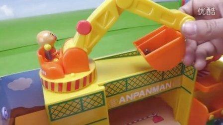 面包超人玩具挖掘机工作视频
