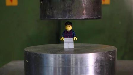 乐高小人在液压机下玩逃脱, 第二次差点逃掉