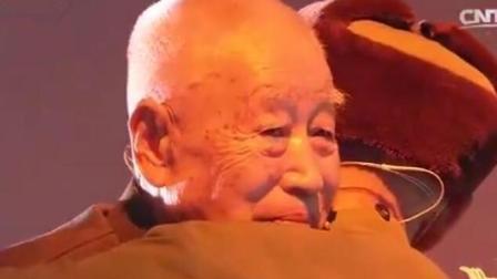 八十岁老兵苦寻当年救命首长六十年, 两位老人重逢时哭的像个孩子!