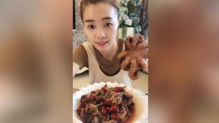 唐唐吃迷你八爪鱼, 香辣味道肉质鲜美, 配煎饼吃起来超级过瘾!