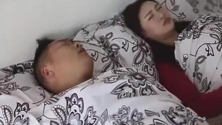 夫妻睡觉, 老公说梦话要找小姐还要身材好好的, 全被老婆听到了