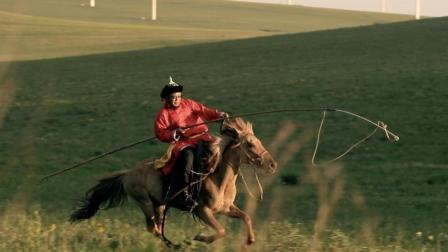 降服一匹烈马是马都汉子每天要做的事 68