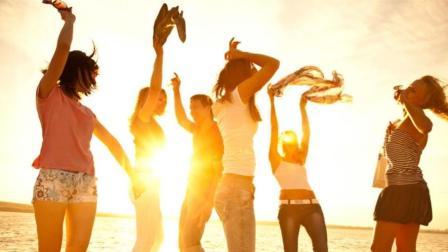沙滩美女和音乐啤酒更配哦~入伏天 哪里才是好去处?