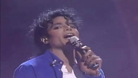 迈克尔杰克逊演唱会激动到一再跪下, 一个可以掌控全场的天王!