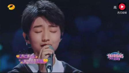 王俊凯和三位美女粉丝合唱《宠爱》 他被姐姐们狂撩