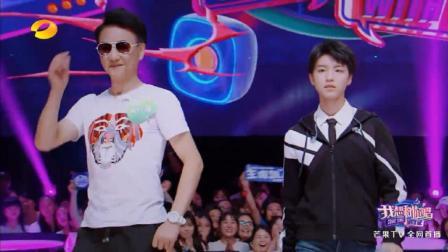 王俊凯的67岁帅哥粉丝惊艳全场, 和王俊凯走秀帅