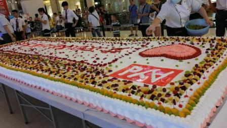 欧亚达总店25周年店庆大蛋糕  余香西点蛋糕培训学校现场制作