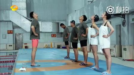 《真正男子汉》杨幂泳装 沈梦辰泳装太吸引人了。