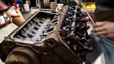 国外牛人翻新一台废弃克莱斯勒汽车发动机