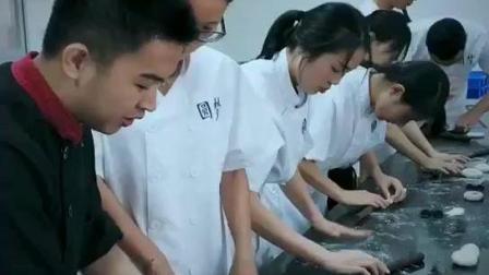 广州圆梦国际烘焙蛋糕培训学校, 认真上课的学员是最帅最美的