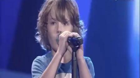 无法想象, 四岁小孩翻唱美国著名歌手的歌竟比原